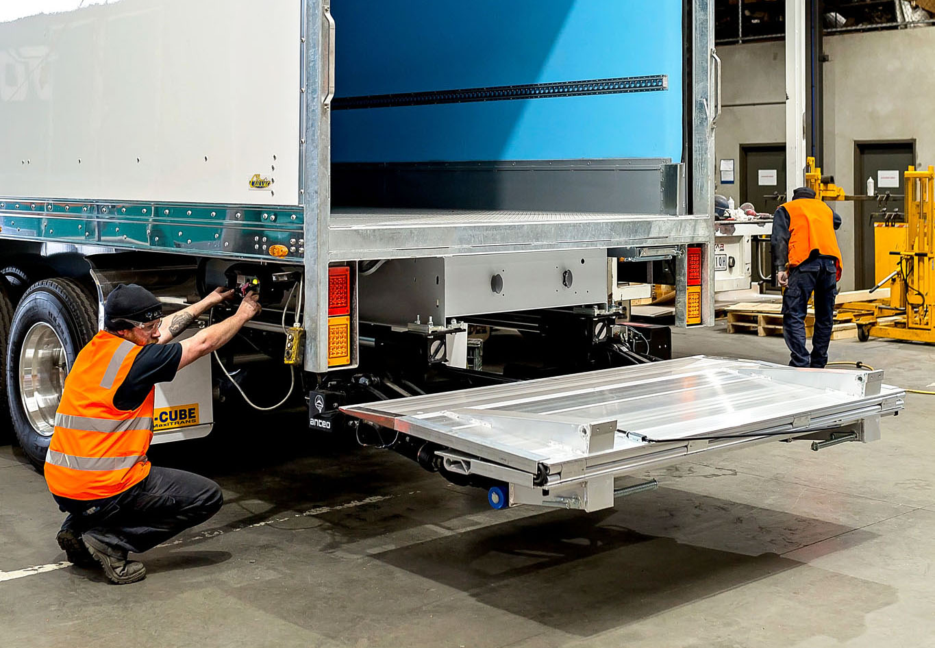 Anteo tail lift installation